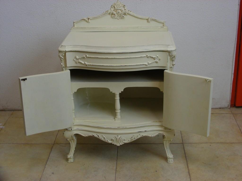 Mesilla del siglo pasado con acabado en decap - Tiradores para muebles antiguos ...